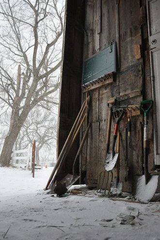 shed tools snow