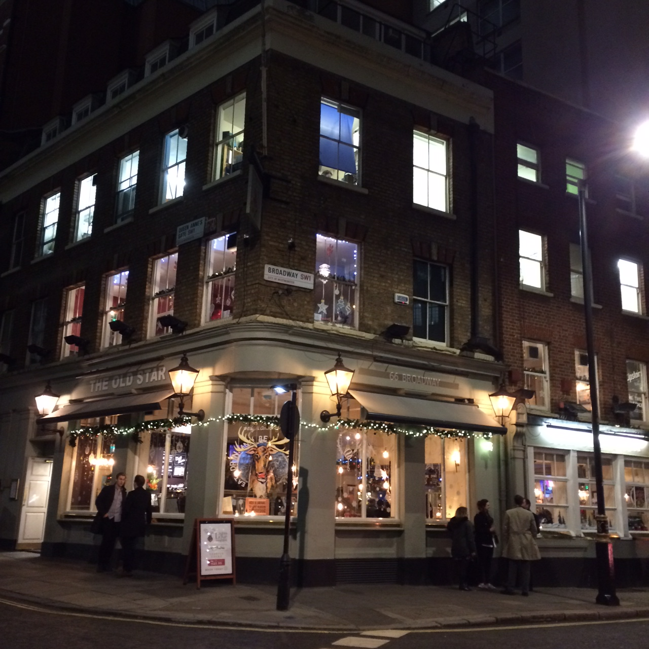 W pub night
