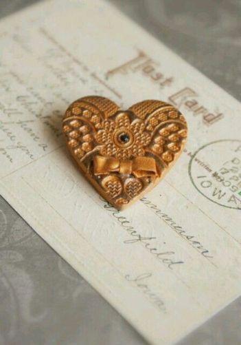 V gold heart postcard