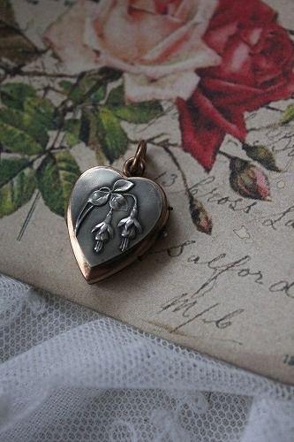 V silver heart flowers