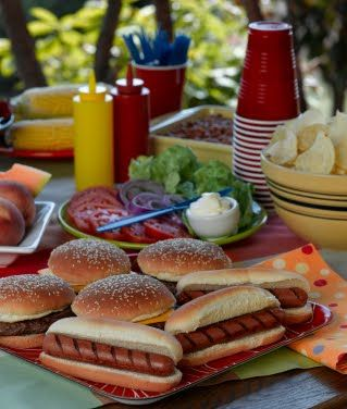 July 4th food hot dogs