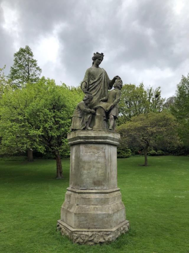 E Princes Street Park statue