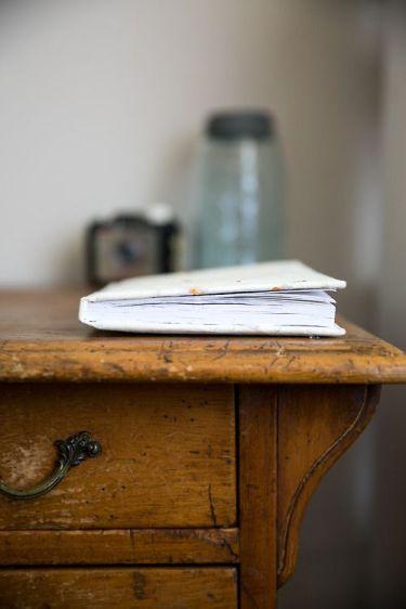 U book desk